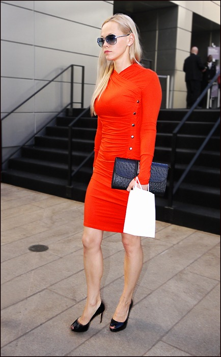w tight red dress with silver snaps black heels black clutch aviators blond ol