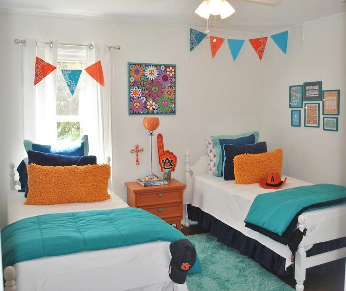 quarto azul e laranjado