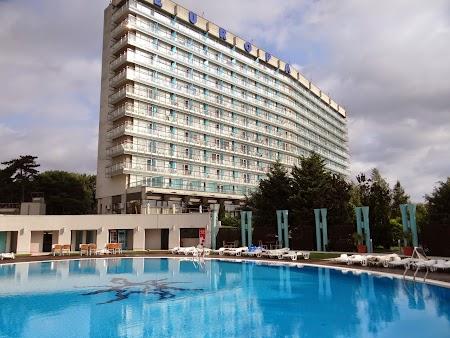 08. Piscina hotel Europa Eforie Nord.JPG