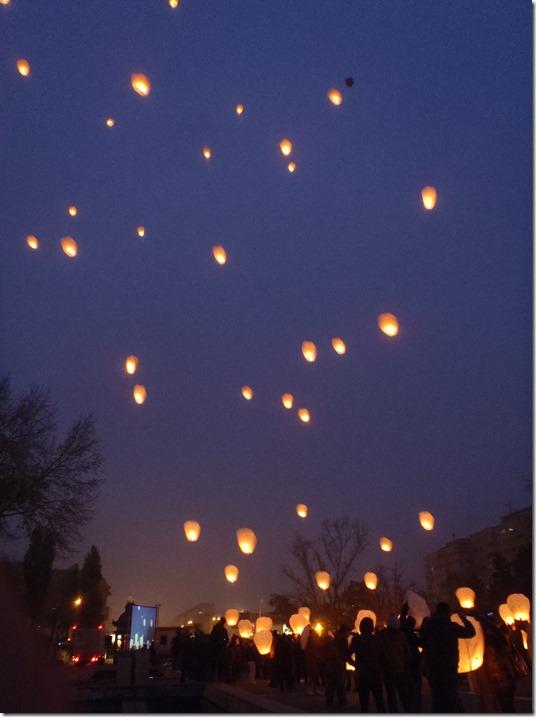 lampioane lansate spre cer