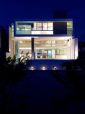 Arquitectura-minimalista-moderna-casa-escalonada-seijo-peon-arquitectos
