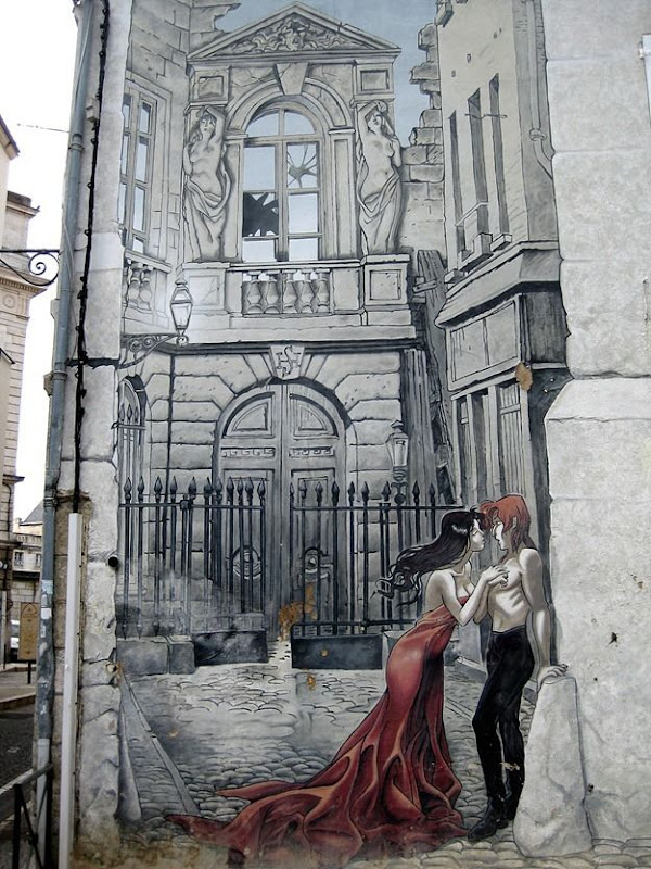 Street Art French Angouleme  Couple embracing on wall.png