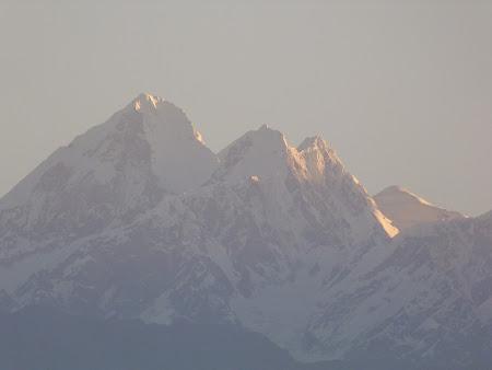 De neuitat in Nepal: rasarit de soare Himalaya