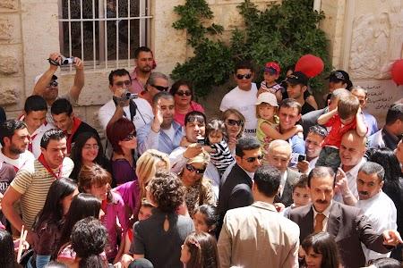 22. Bashar in multime.JPG