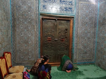 41. Rugaciune in Uzbekistan.JPG