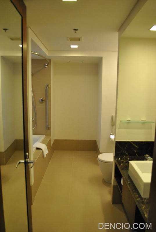 Holiday Inn & Suites Makati 71
