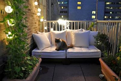 Decorar un balcón pequeño pero iluminado