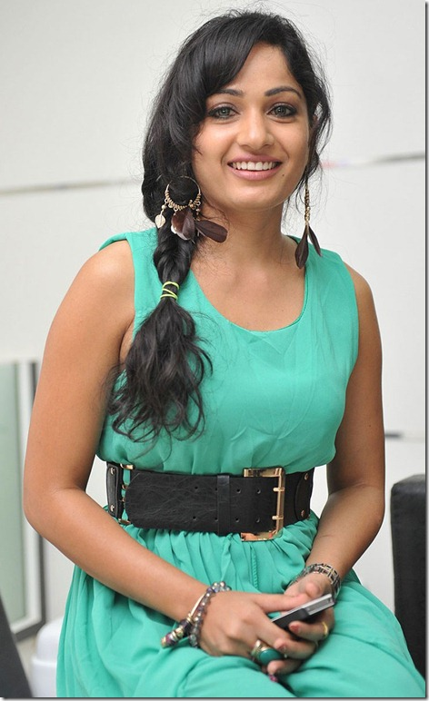 madhavi_latha_beautiful_pic