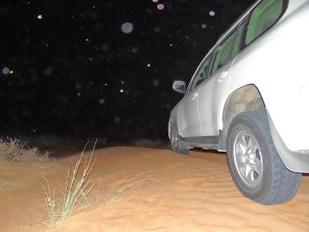 23. Cu masina prin desert noaptea.JPG
