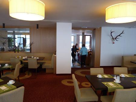 13. sala mic dejun.JPG