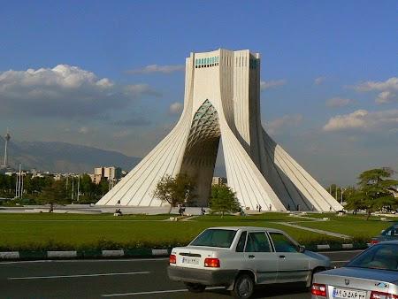 02. Turnul Azadi Teheran.JPG