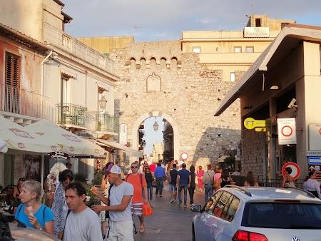 42. Poarta intrare in Taormina.JPG