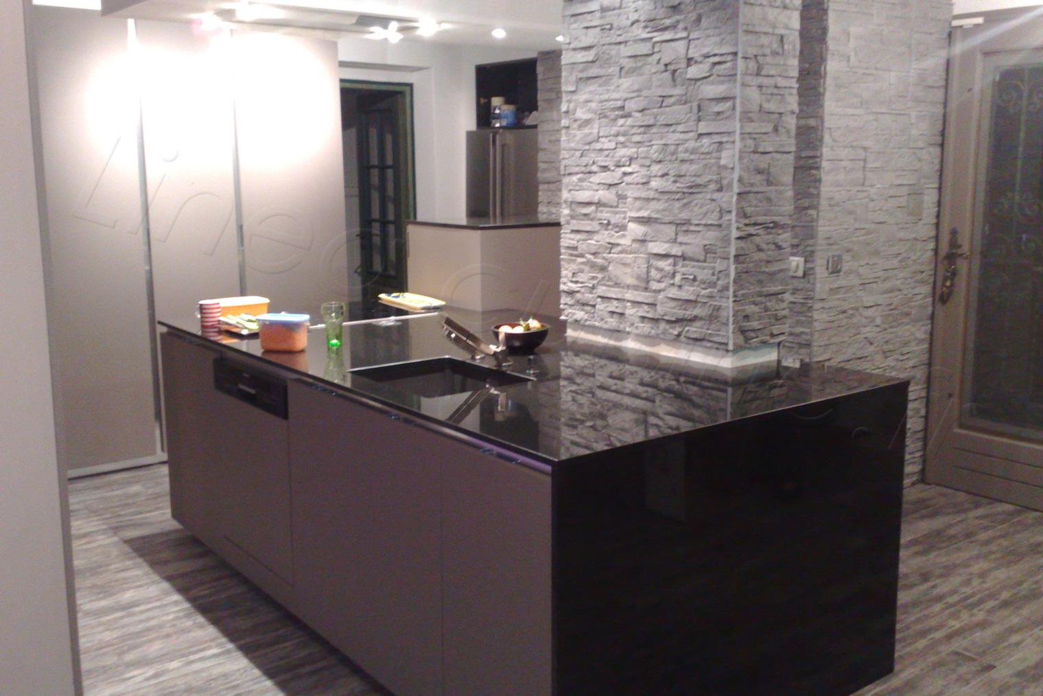 cuisine moderne avec ilot deco maison moderne. Black Bedroom Furniture Sets. Home Design Ideas
