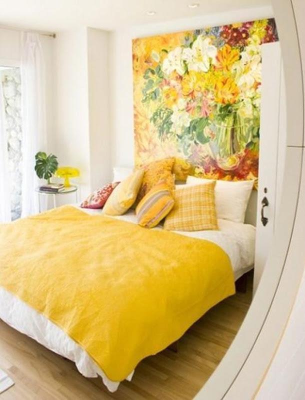 quarto de casal amarelo e branco