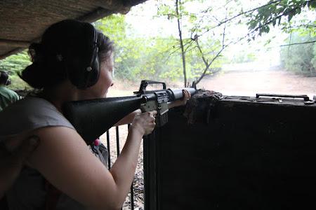 188. tragere cu AK 47 - Dana Dulea.JPG