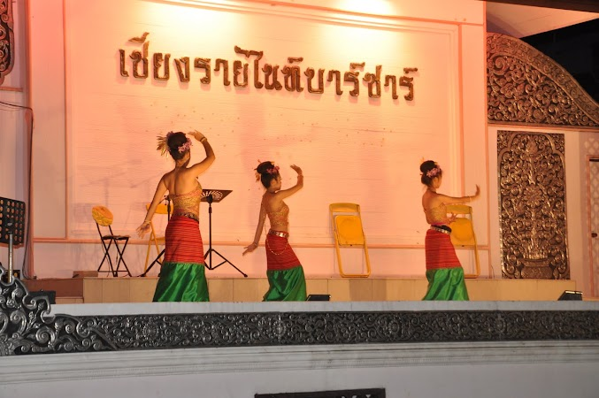 Imagini Thailanda: Divertisment in Piata de noapte din Chiang Rai, Thailanda