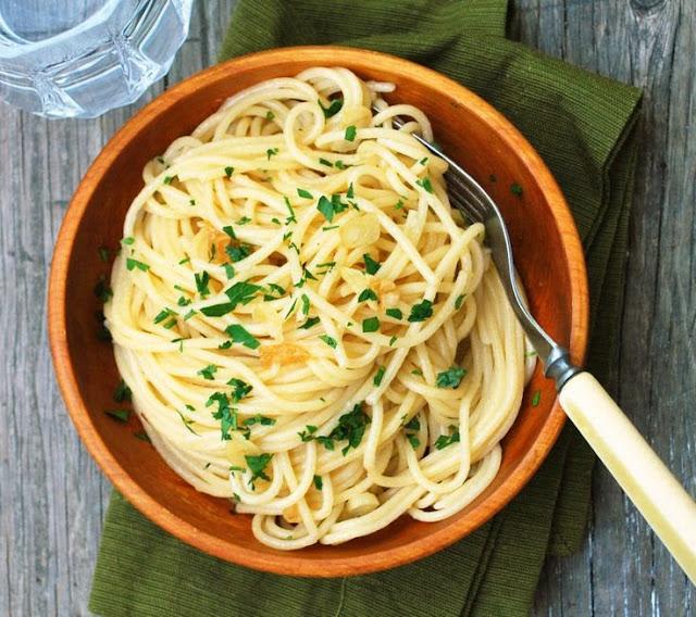 http://www.theliveinkitchen.com/2012/08/10/spaghetti-aglio-olio/