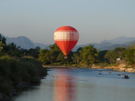 Imagini Laos: balon in Vang Vieng
