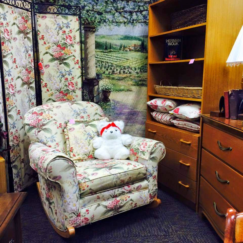 Resale Furniture Store Near Wheaton, IL : Treasure House