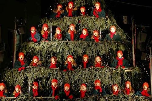 world_celebrating_christmas_05.jpg