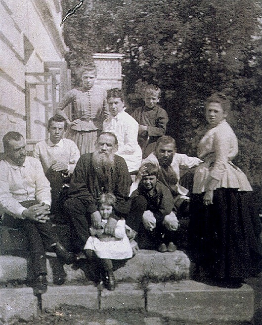 Family_of_L._Tolstoy_thumb[10]