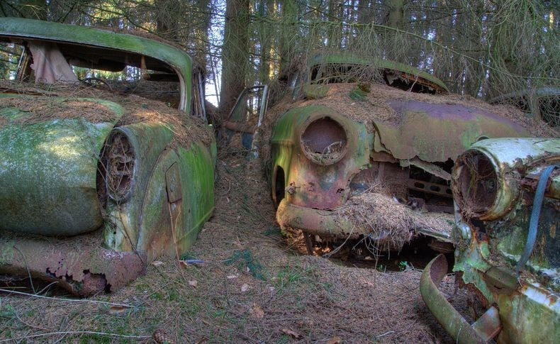 chatillon-car-graveyard-11