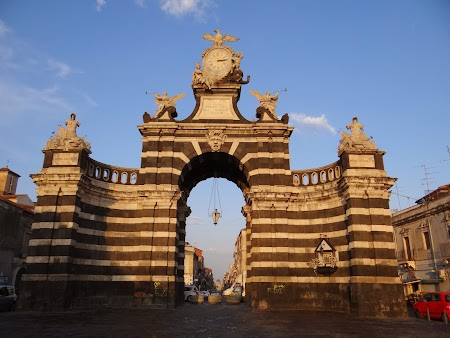 11. Poarta de intrare in Catania.JPG