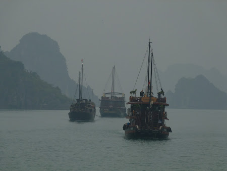 In mars, spre Halong Bay