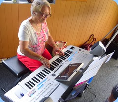Marlene Forrest playing the Tyros 4.