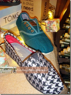 TOMS Shoes One For One