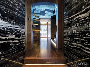 casa-de-lujo-con-paredes-de-marmol-negro