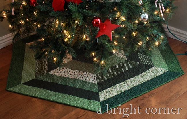lovely Christmas tree skirt (+pattern!)