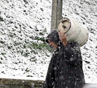 سقط الثلج وسقط معه القناع