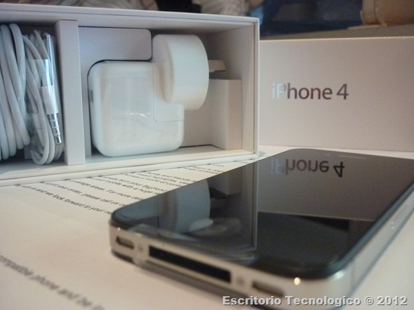 iPhone 4 unboxed