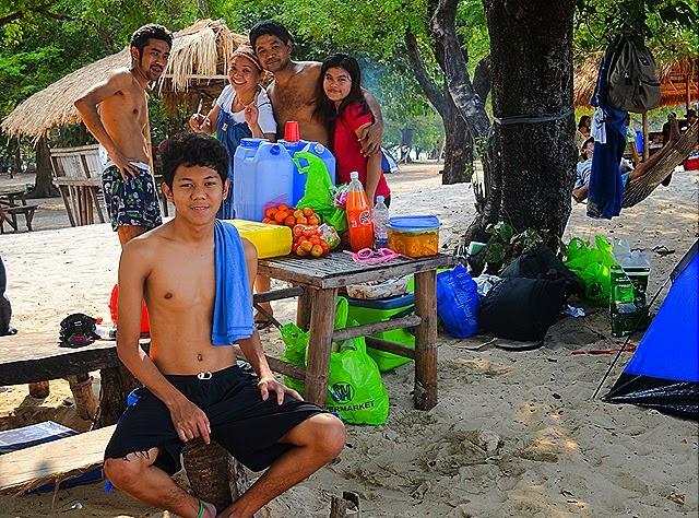 The food and the company @ Potipot Island_bueno