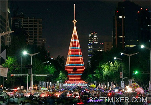 2-christmas-tree-lighted-holiday-season-mexico-city