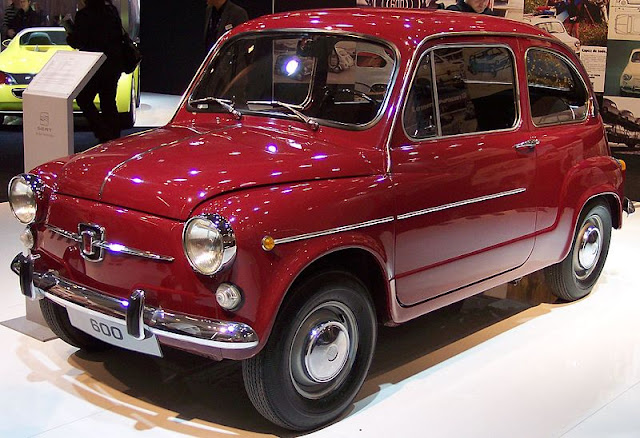 800px-Seat_600_red_vl_TCE.jpg