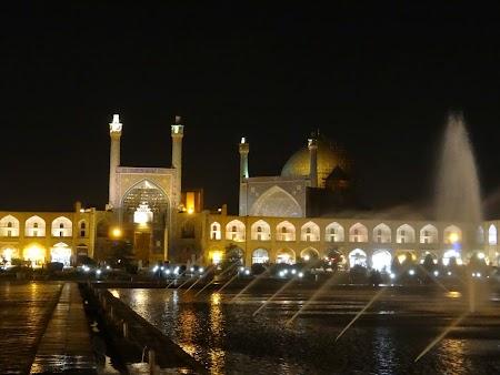 40. Piata Imamului noaptea.JPG