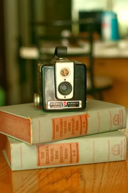 24309_vintage_brownie_hawkeye_camera_wedding_photo_booth_old_camera_photography_prop_home_decor_1350406991_908