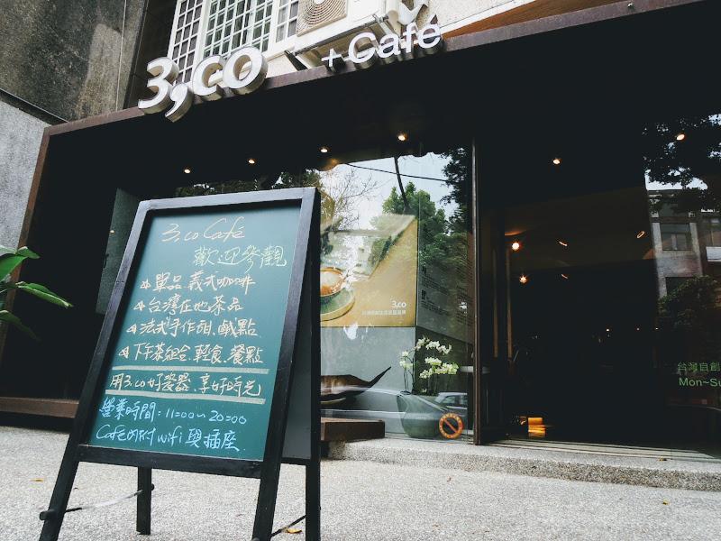 3,co Café 門口小看板.jpg