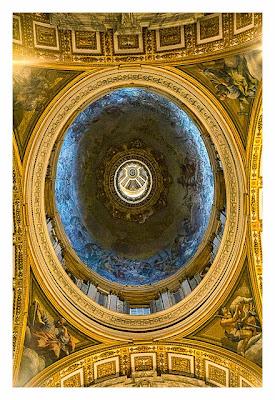Rom: Der Vatikan - Innenansicht der Kuppel im Petersdom