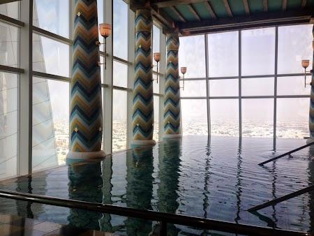 16 piscina etaj 18.JPG