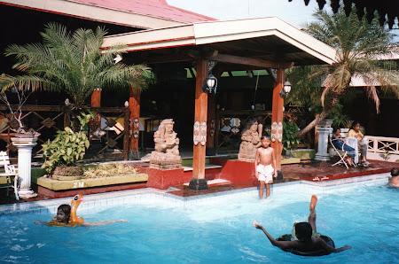 Imagini Indonezia: Singur in lume - Istana Batik Hotel Yogyakarta.jpg