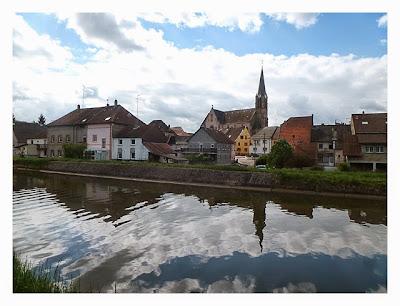 Radtour von Saarbrücken nach Straßburg: idyllischer Ort am Kanal