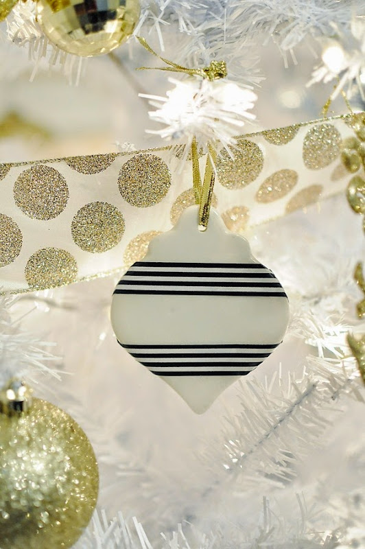 Affordable ways to DIY holiday decor to add sparkle to your holiday. Check out more crafty ideas at monicawantsit.com.