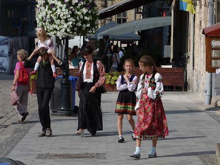 Obiective turistice Lvov: Ucraineeni in costume populare