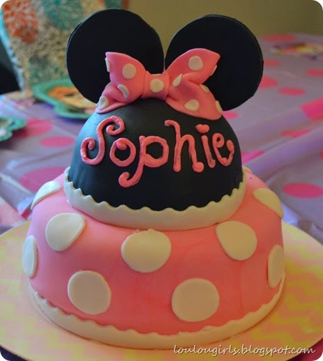 How-To-Make-a-Minnie-Mouse-Birthday-Cake (40)
