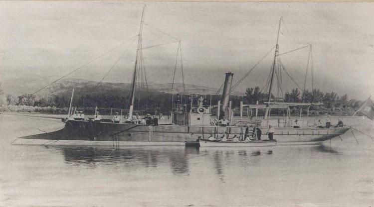 Cañonero SEGURA. Frontera hispano-lusa. Foto remitida por el capitan de corbeta Luis Rodriguez Garat a Manuel Garcia.jpg