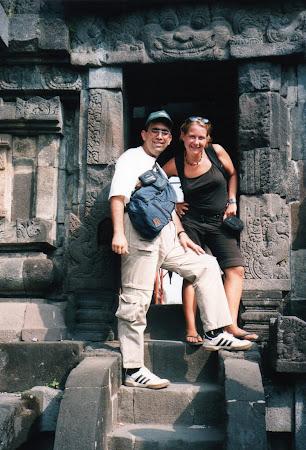 Obiective turistice Indonezia: Singur in lume - cu Judit la Prambanam.jpg