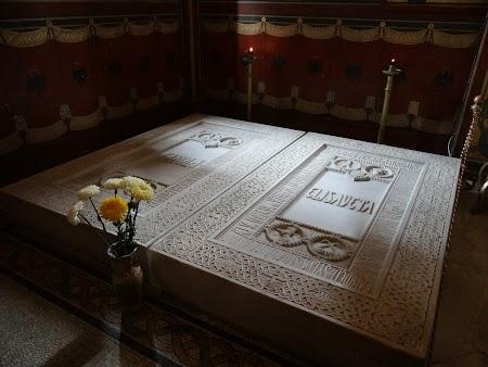 12. Mormantul lui Carol I si a Reginei Elisabeta.JPG